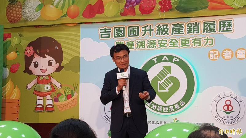 農委會主委陳吉仲表示,昨天已公布秋行軍蟲處理措施。(記者簡惠茹攝)