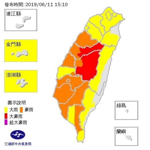 中央氣象局將台中和南投升級為大豪雨特報,指24小時累積雨量達350毫米以上。(圖由中央氣象局提供)