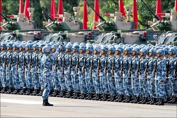 香港百萬人反送中驚動中南海,傳解放軍駐港部隊已嚴陣以待。(彭博檔案照)