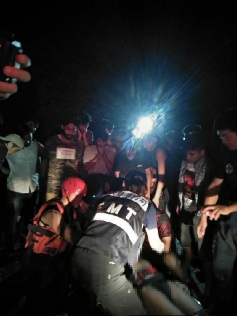 救護人員到場時,發現兩名21歲印度籍男子溺水,送醫仍不治。(記者林宜樟翻攝)