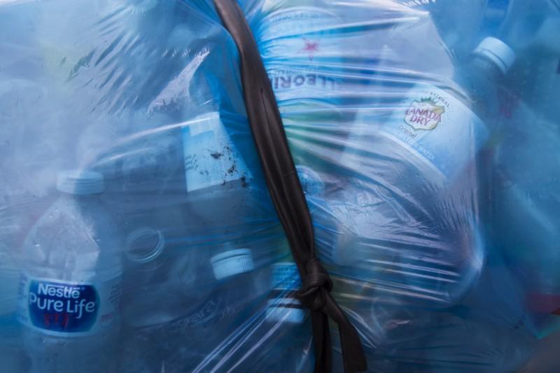 加拿大總理杜魯道(Justin Trudeau)週一(10日)宣布,該國將全面禁止一次性塑膠製品,最快於2021年上路。(美聯社)