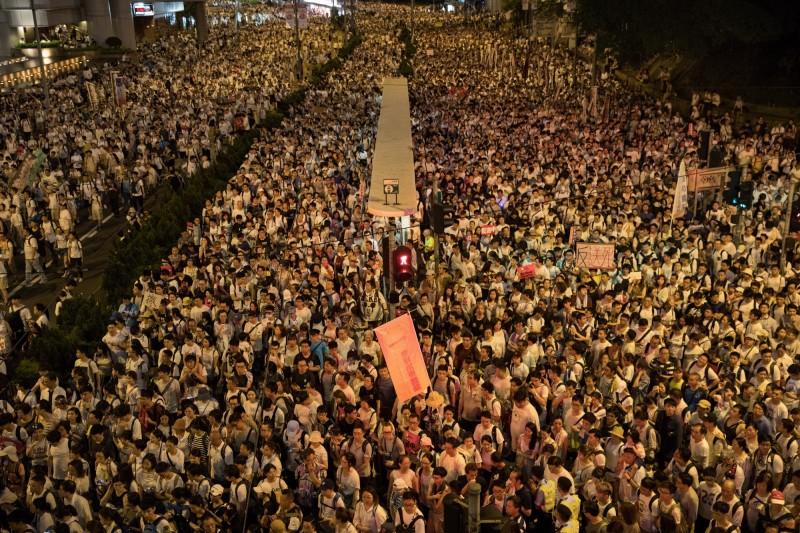 香港反逃犯條例修法抗議遊行舉世矚目,在高雄求學的香港學生宣布,6月12日將於高雄市文化中心發起「反對逃犯條例」集會,共同表達香港人抗議逃犯條例的心聲。(歐新社)