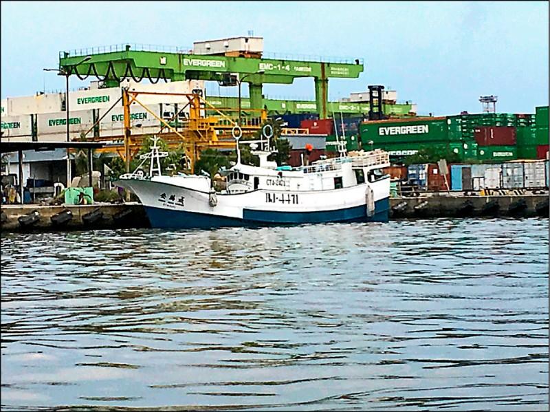 「慶滿成號」漁船走私市價7億5千萬的K毒。 (記者李立法翻攝)