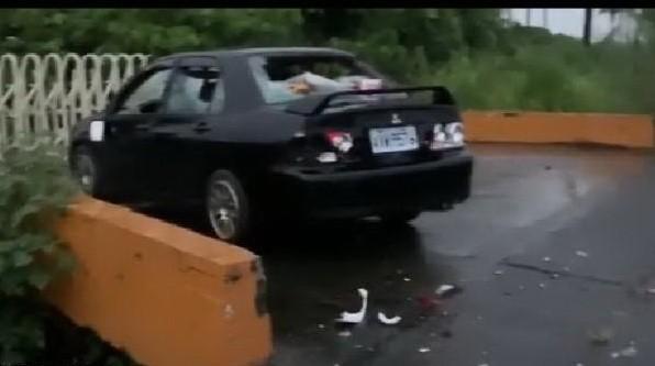 被害人車子所有車窗都被打破傷。(屏東小鎮資訊提供)