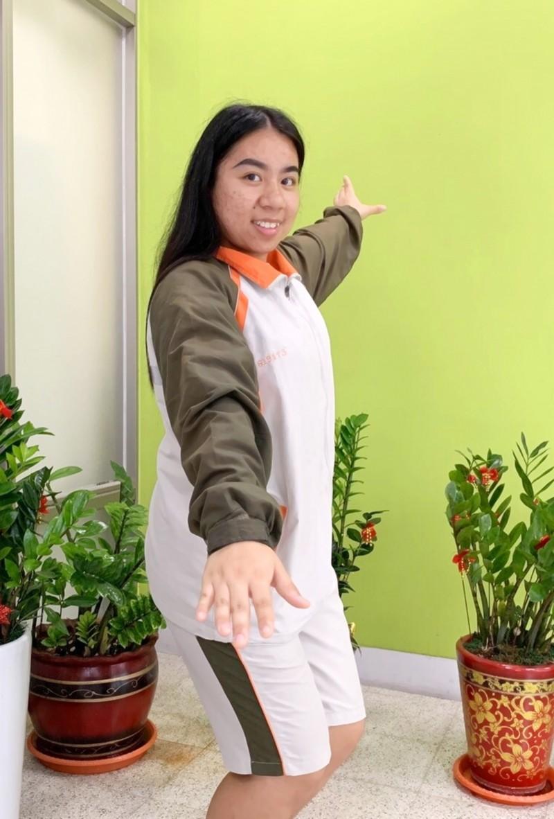 暨大附中賽德克克女孩高婕綾,剛獲原住民青少年歌舞劇「最佳公主獎」,下月將到美國當交換生1年。(暨大附中提供)