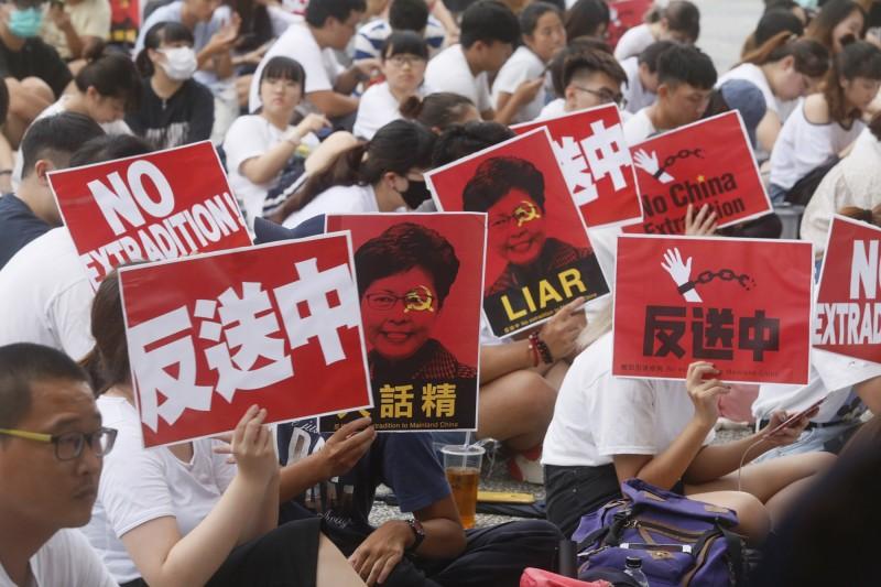 為聲援港人行動,台灣的工會團體等也串連發聲,強烈譴責香港政府暴力鎮壓。(中央社)