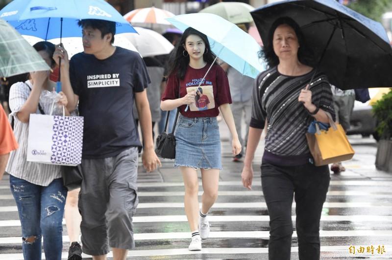 中央氣象局指出,今天(12日)中南部地區有局部大雨。(資料照)