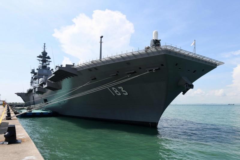 日本海上自衛隊出動出雲級護衛艦「出雲號」與美在南海聯合訓練。(圖法新社)