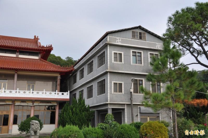 據了解,開泓法師曾帶男子到畫面中佛寺的左廂3樓過夜。(資料照,記者彭健禮攝)