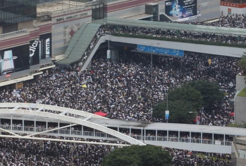 有鑑於香港局勢惡化,香港教育專業人員協會(教協)今天下午宣布本週全港罷課。(路透)