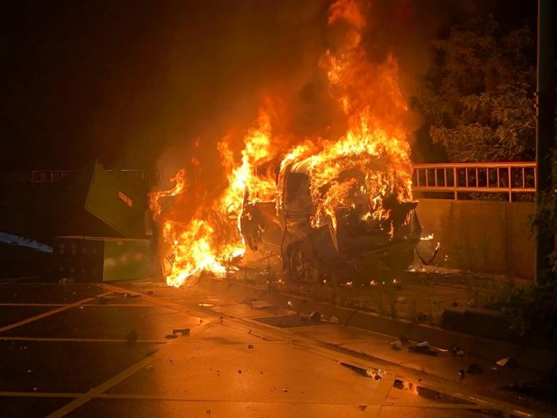 新竹男疑酒駕遇警加速逃 自撞變電箱車變火球不治身亡