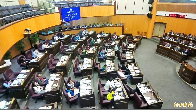 桃園市議會通過食安條例、列出日本五縣「核災區生產食品」不准銷售。(記者謝武雄攝)