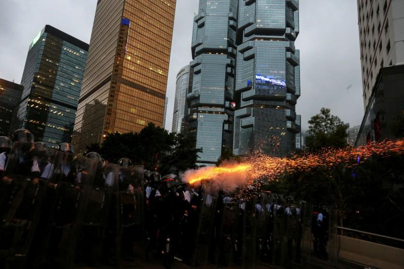 醫生工會聯合譴責香港警方,在使用橡膠子彈、布袋彈時瞄準頭部,並非正常驅散手段。(路透)