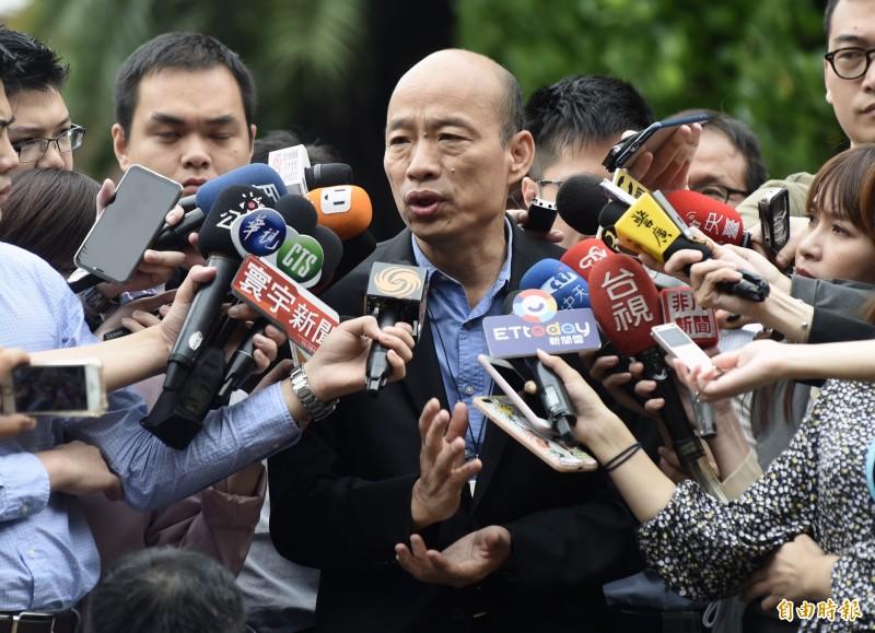 韓國瑜今出席行政院院會,綠黨公布的民調顯示,他在高雄的支持度相較於其他候選人組合是最低的。(記者簡榮豐攝)