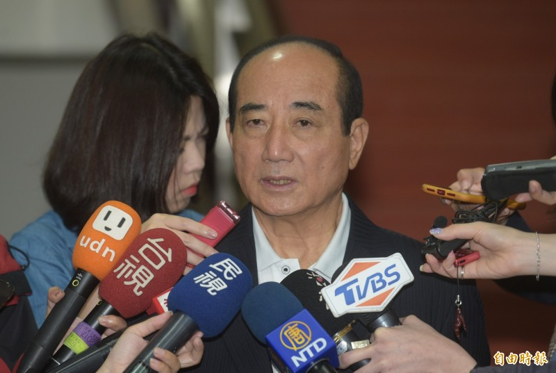 針對郭台銘為初選槓國民黨,前立法院長王金平13日受訪表示,黨中央很多作法不談也罷。(記者張嘉明攝)