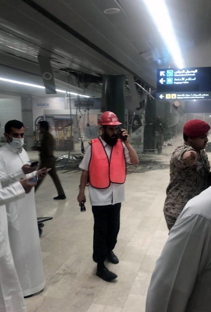 沙國「艾卜哈國際機場」遭葉門反政府份子以飛彈襲擊,現場滿目瘡痍。(美聯社)