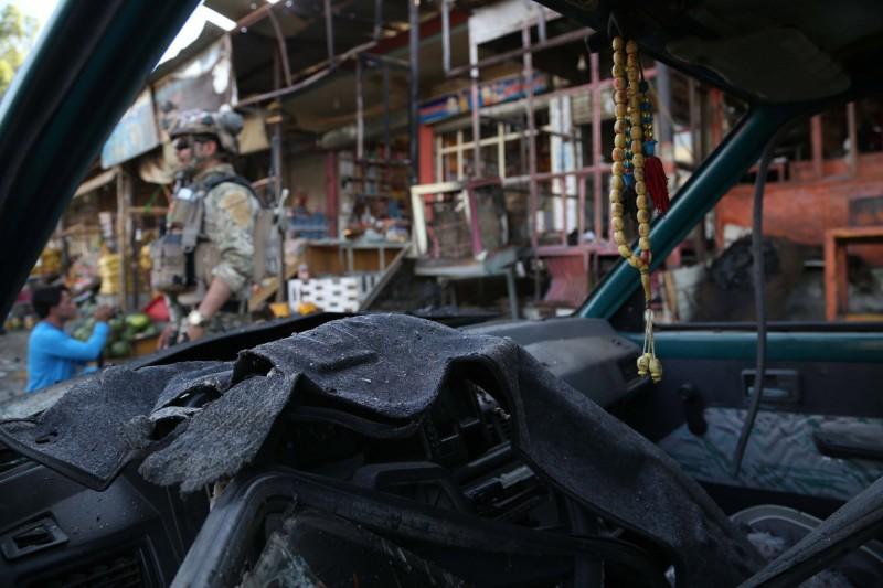 遭到自殺炸彈攻擊的警車。(歐新社)