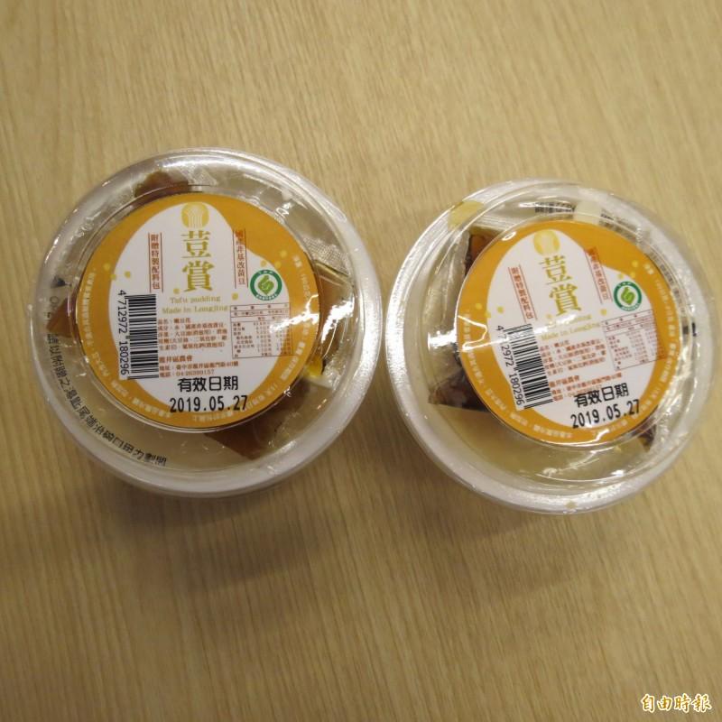 龍井區農會推「荳賞嫩豆花」,用在地的黃豆,保鮮期只有2週。(記者蘇金鳳攝)
