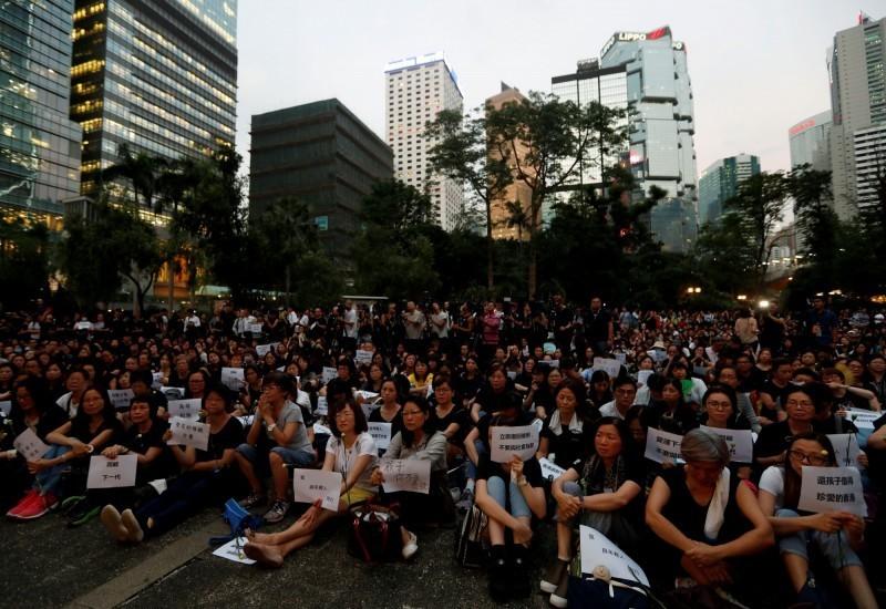 香港民眾走上街頭抗議「逃犯條例」修訂,引來許多國家力挺聲援。(路透)
