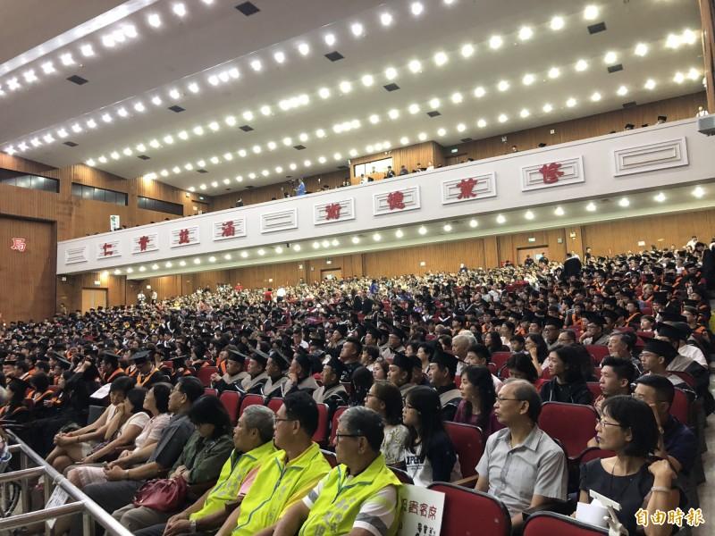 屏東科技大學今天舉行畢業典禮。(記者羅欣貞攝)