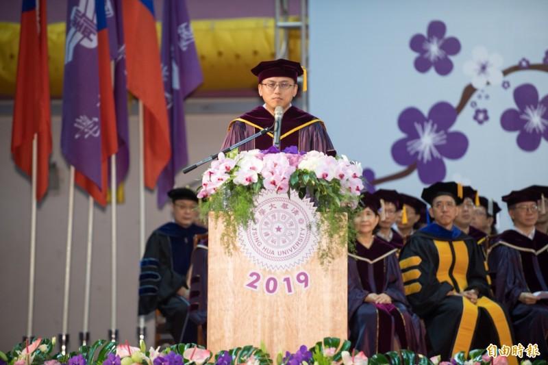 清大畢典 他花11年拿電機博士、生科副教授領法律學士文憑