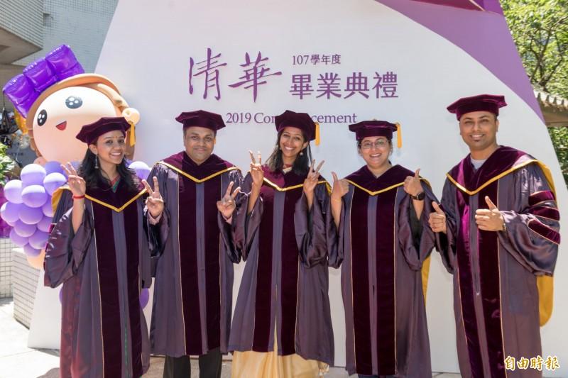 清華大學今天畢業典禮,不少外籍生也取得博士學位,相當不簡單。(記者洪美秀攝)
