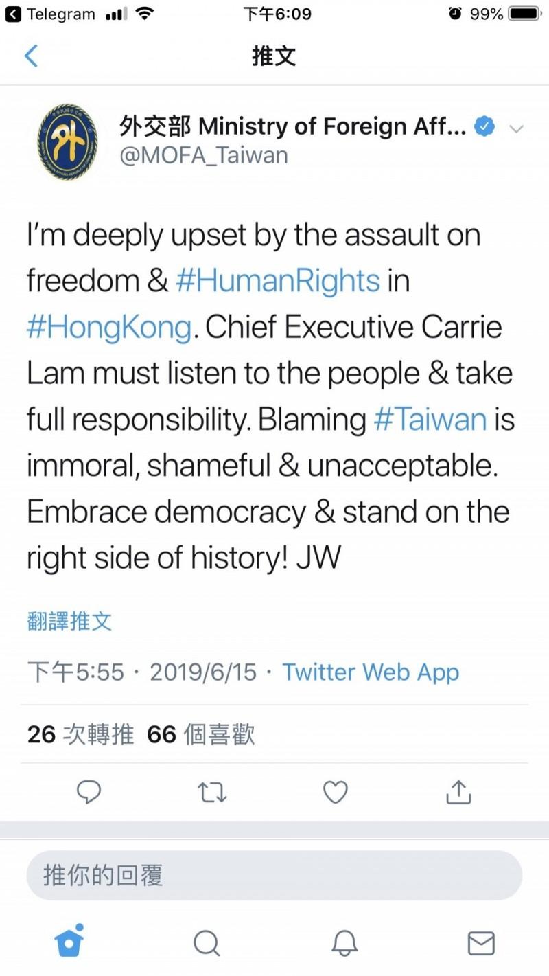 外交部長吳釗燮今在推特上痛斥港府將逃犯條例修訂暫緩的主因推給台灣「很可恥」(翻攝網路)