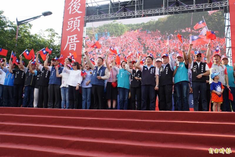 韓國瑜雲林造勢,雲林地方泛藍政治人物幾乎全部出動。(記者詹士弘攝)
