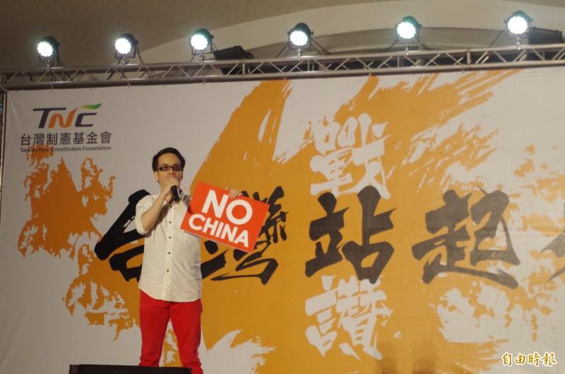香港出生的成功大學政治系教授梁文韜疾呼,「不反中國,就等死」。(記者王善嬿攝)