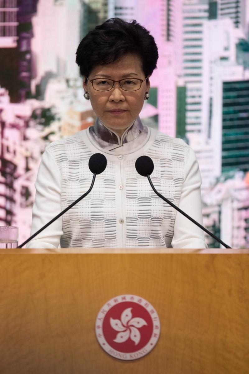 香港特首林鄭月娥今天(15日)下午3時許召開記者會,宣布暫緩修訂《逃犯條例》。(歐新社)