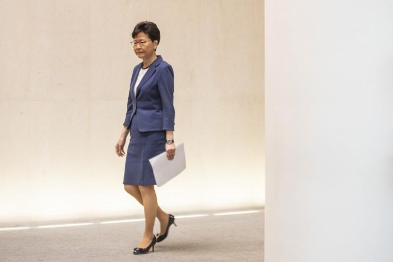 英國媒體報導,多名香港警官對反送中示威感到左右為難,稱這應該歸咎在林鄭身上,林鄭不願聽取民意,不退讓的態度將會引發更大規模的示威行動。(彭博資料照)