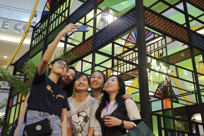 未來10年,全球11座城市恐面臨「超限旅遊」現象,其中,馬來西亞吉隆坡的風險最高。(美聯社)