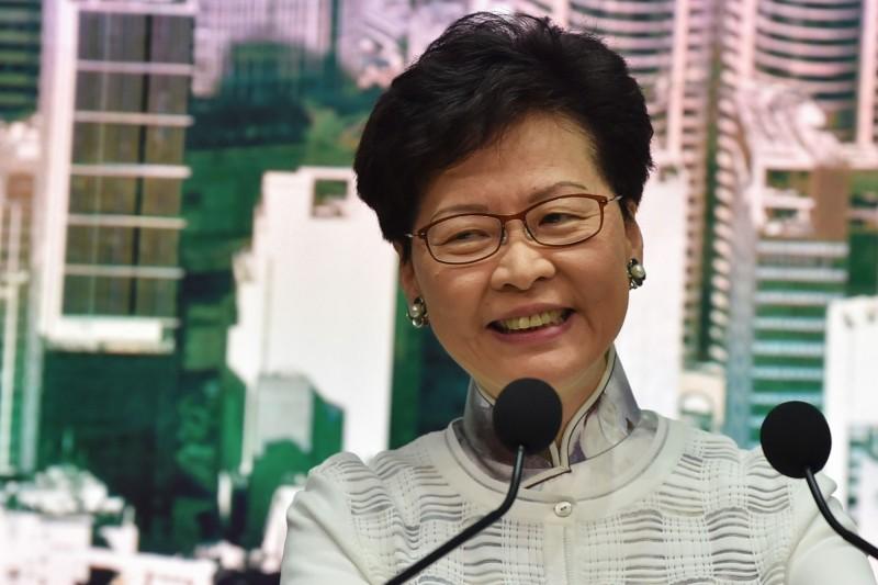 香港特首林鄭月娥用一招甩開是否下台的問題,讓全場譁然。(法新社)