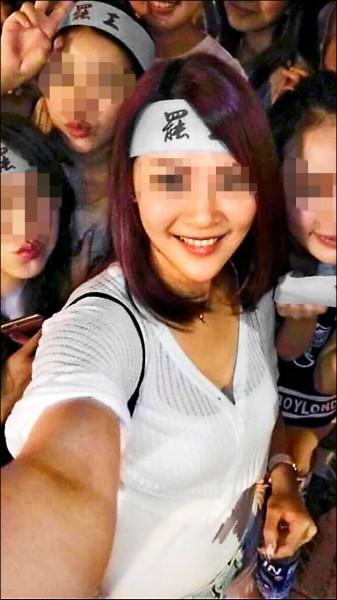 許女參加華航罷工上傳自拍照,引發網友瘋傳。(取自許女臉書)