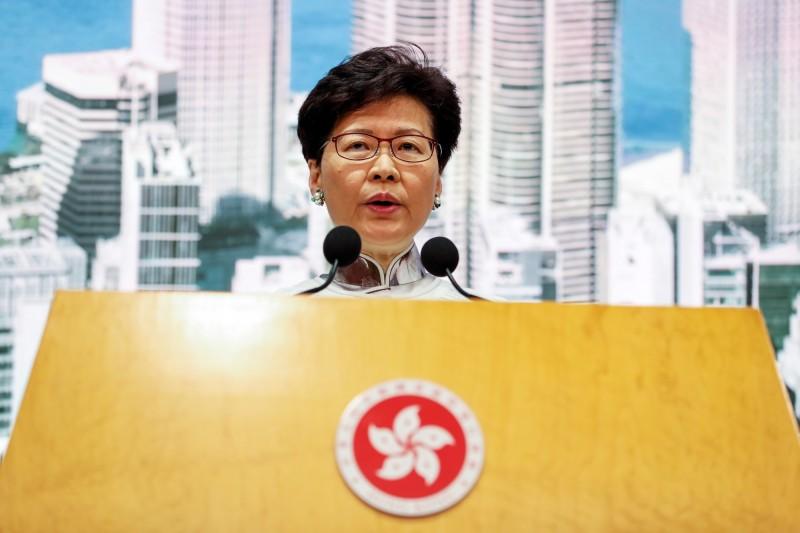 香港特首林鄭月娥,今天(15日)下午於香港政府總部召開記者會,宣布暫緩修訂《逃犯條例》。(歐新社)