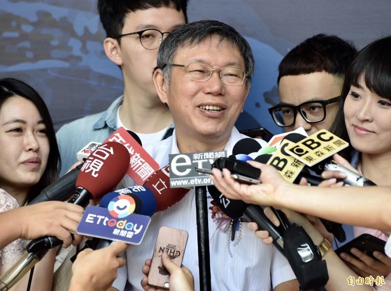 柯文哲說,在台灣的香港人,我們還是要保護他,對於香港爭取民主自由活動,還是表達聲援,不過老實講,民主自由都不是天是掉下來的。(記者簡榮豐攝)