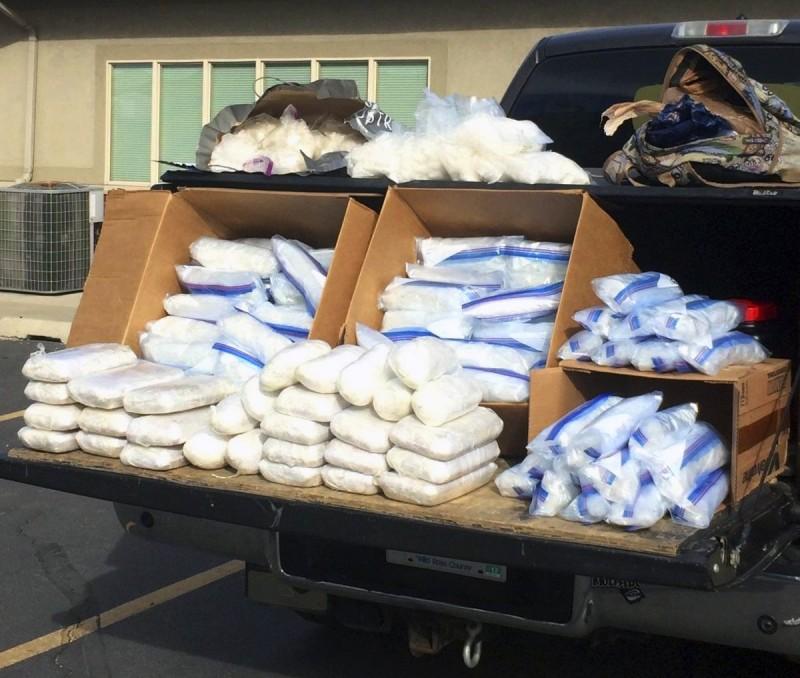 中國籍29歲男子跑到南韓兜售冰毒,被捕後家中更搜出市價1.5億韓元(約新台幣400萬元)的冰毒。冰毒等毒品示意圖。(美聯社)