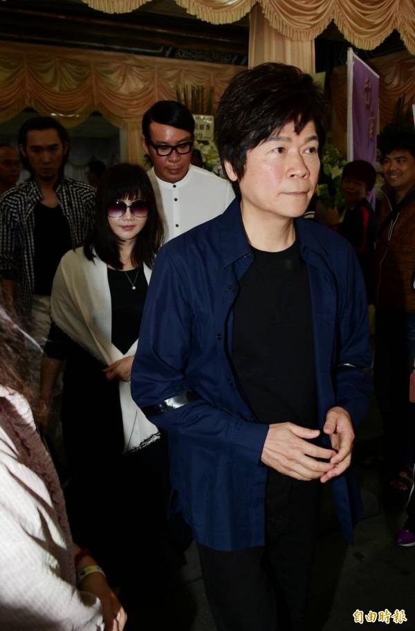 賀一航告別式》洪榮宏送好友  「以後在天上一起玩音樂」