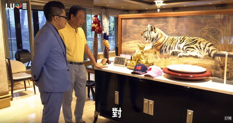 郭台銘家的「老虎雙面繡」要價「百萬」以上。(擷取自「Joeman」YouTube頻道)