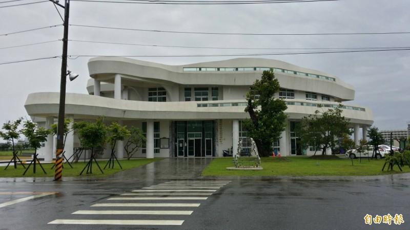 南市府社會局在新市區三里活動中心2樓設置公托家園,但揭幕半年,民眾卻遲遲等不到正式營運的消息。(記者萬于甄攝)