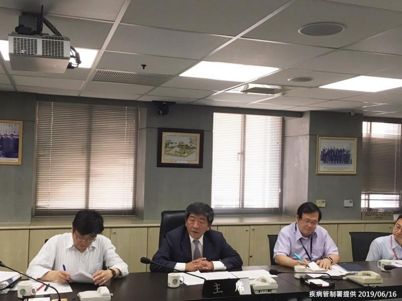 衛福部長陳時中今日至疾管署視察登革熱防疫作為。(疾管署提供)