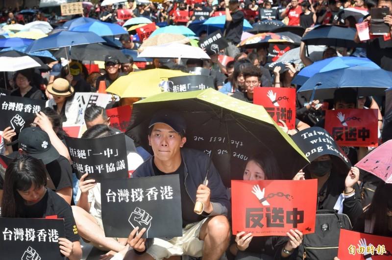 台灣響應香港進行「撐香港,反送中」行動。(記者方賓照攝)