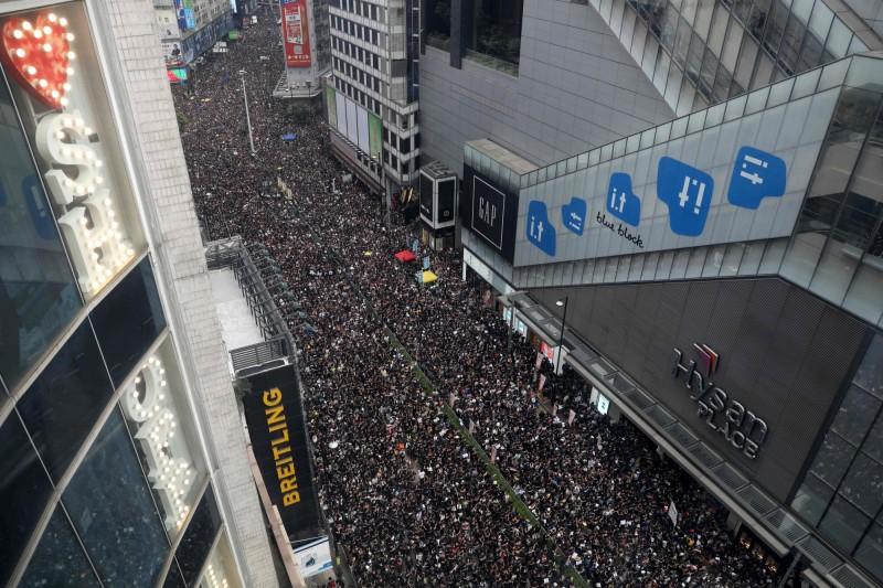 有傳媒人士指出,這次遊行人數有望再創新高。(法新社)
