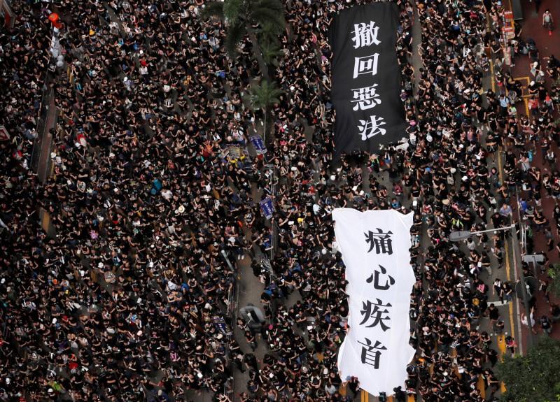 香港「民間人權陣線」今日舉行第4次反修例遊行,預估今日遊行人數可能達到144萬人。(路透)