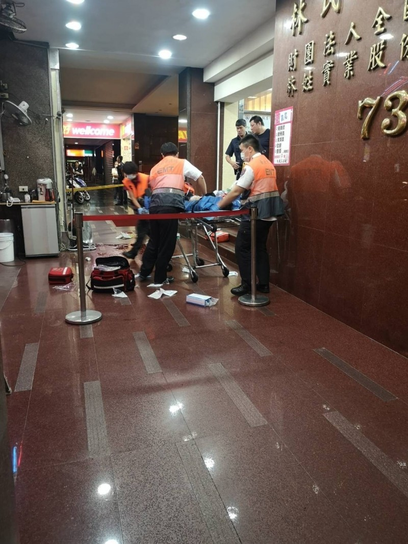 救護人員到場急救。(記者王冠仁翻攝)
