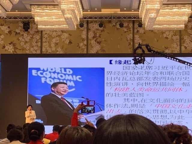 沈智慧參與中國海峽論譠,並以簡體字簡報演講支持一國兩制。(記者蔡淑媛翻攝)