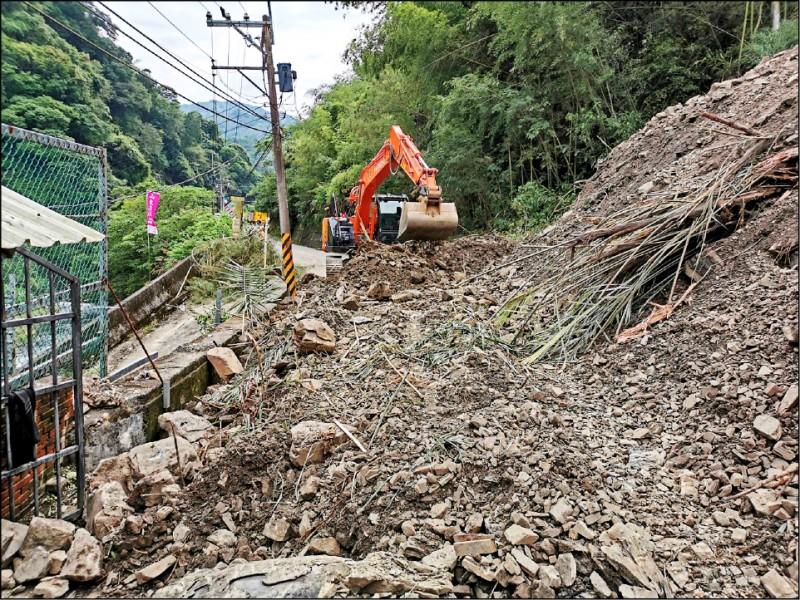 《桃園》復興桃112線邊坡塌 搶通交管至19日