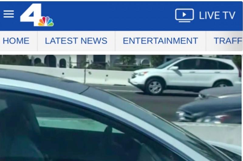 加州405號高速公路上,日前發生1起「駕駛熟睡,放手讓車自駕」事件。(圖截自nbc)