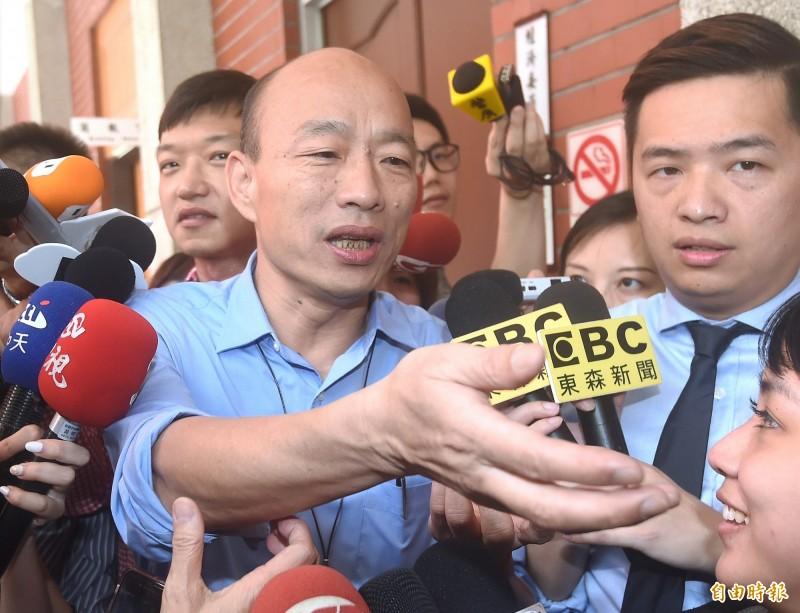 高雄市長韓國瑜17日突然現身立法院拜會國、民兩黨高雄市立委,並出席國民黨團大會。(記者廖振輝攝)