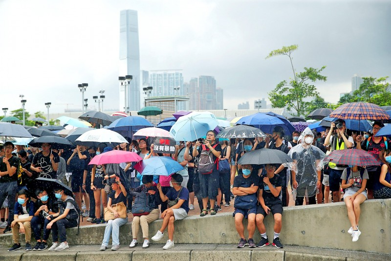 《TAIPEI TIMES》 Demonstrators press HK's Lam to quit